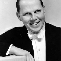 Jonsson, Gösta – sångare, revyartist, orkesterledare, saxofonist, dragspelare med mera