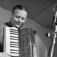 Lind, Nisse – dragspelare, pianist, kapellmästare