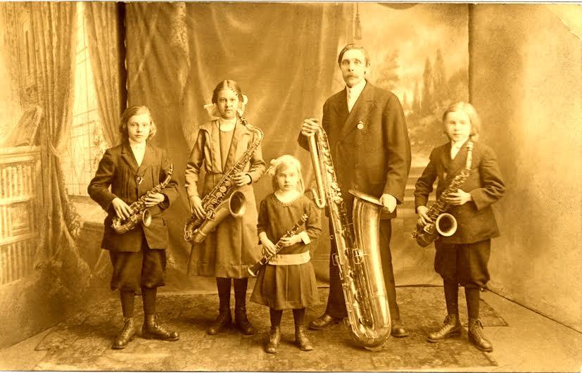 MultiinstrumentalistenEinart-v-familjeorkestern1914Fotoprivat