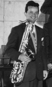 Ahrnot, Sören – tenorsaxofonist, klarinettist, arrangör, kapellmästare, sångare