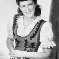 Svensson, Lola – dragspelare, orkesterledare