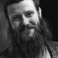 """Boustedt, Christer """"Krille"""" – altsaxofonist, skådespelare, tv-programledare, med mera"""